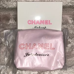 CHANEL Bags - NWT NIB pink CHANEL makeup case